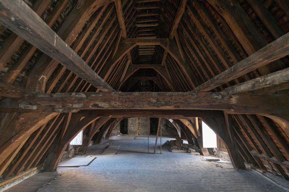 Iso800 fotografeert interieur en architectuur en de sfeer van het Jordaenshuis in Antwerpen naar kandidaat kopers.