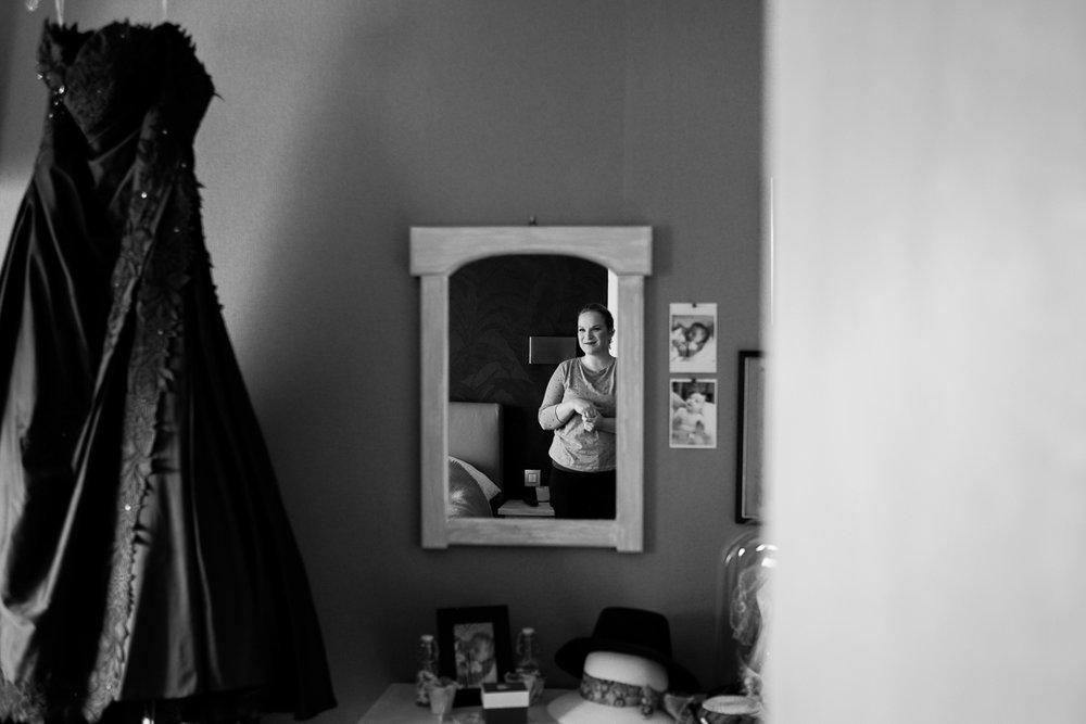 De gastvrijheid en liefde van Annelies en Walter maakten dat wij ons meer dan thuis konden voelen. Van in Ekeren tot in hartje Antwerpen en richting feestzaal de Ark waren wij er met plezier bij voor hun huwelijksreportage. En meteen kregen we een goed excuus om het nieuwe Havenhuis eens in detail te bewonderen.