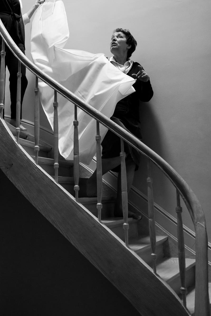 iso800 heeft langzaamaan een tiny major crush op deze familie. De steelse, verliefde blikken van bruid en bruidegom deden niet meteen vermoeden dat ze al tien jaar lang lief en leed delen. Tel daar een bovengemiddeld gevoel voor stijl en de fenomenale Verbeke foundation bij en je krijgt huwelijksfotograaf-walhalla!