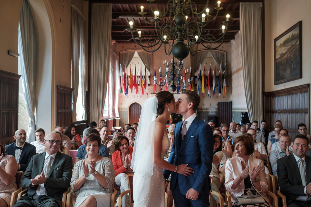 Het huwelijk van Nathalie en Christophe was een droom voor deze twee huwelijksfotografen. Een crème van een koppel op één van de zonnigste dagen van het jaar en één van de meest perfecte feestzalen van het land (Salons ten Damme). We like. We like this a hell of a lot.