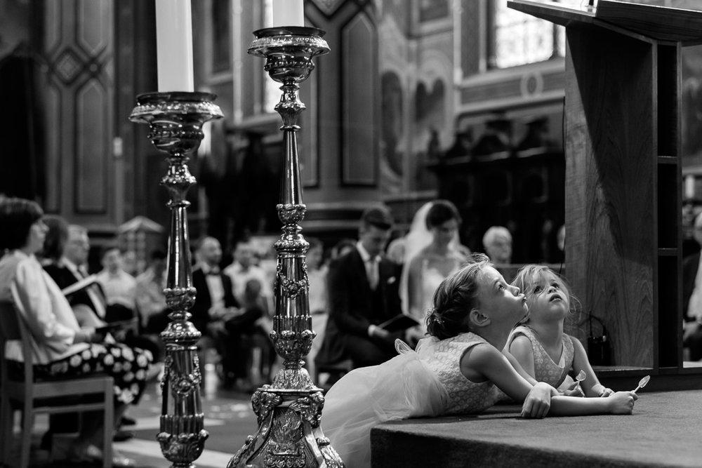 Het huwelijk van Nathalie en Christophe was een droom voor deze twee huwelijksfotografen. Een crème van een koppel op één van de zonnigste dagen van het jaar en één van de meest perfecte feestzalen van het land (Salons ten Damme). Ook de kerkelijke viering was een visueel spektakel in de Peter en Pauluskerk te Sint-Niklaas.We like. We like this a hell of a lot.