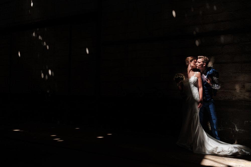 Het huwelijk van Nathalie en Christophe was een droom voor deze twee huwelijksfotografen. Een crème van een koppel op één van de zonnigste dagen van het jaar en één van de meest perfecte feestzalen van het land (Salons ten Damme). Midden in het centrum van Sint-Niklaas nam het koppel ons mee voor een onvergetelijke shoot in de verlaten delen van een oude fabriek.We like. We like this a hell of a lot.