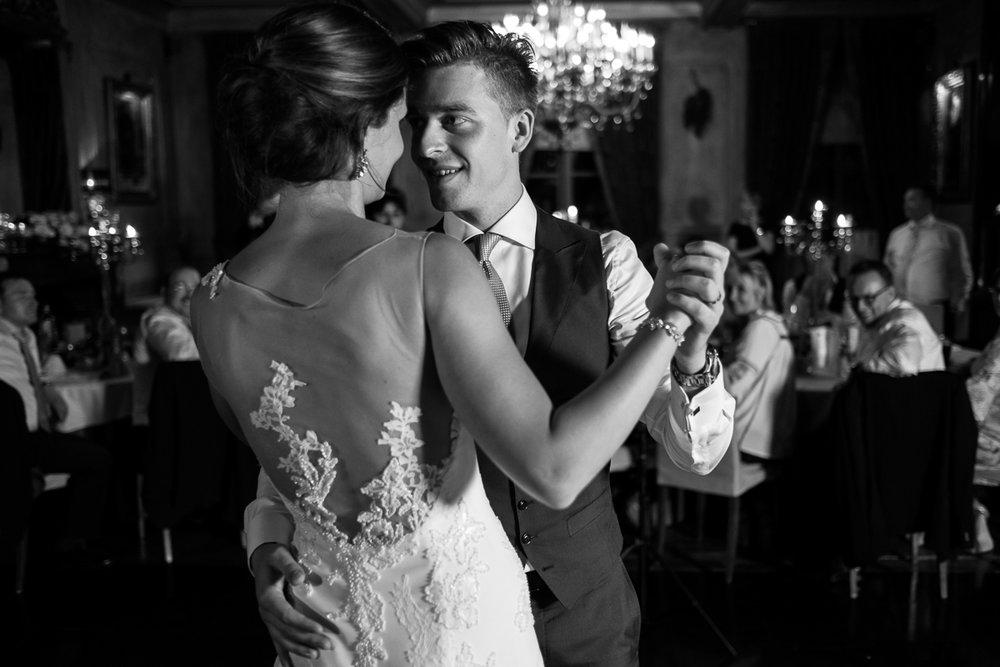 Het huwelijk van Nathalie en Christophe was een droom voor deze twee huwelijksfotografen. Een crème van een koppel op één van de zonnigste dagen van het jaar en één van de meest perfecte feestzalen van het land (Salons ten Damme). Van 's ochtends vroeg tot en met de openingsdans waren wij erbij.We like. We like this a hell of a lot.