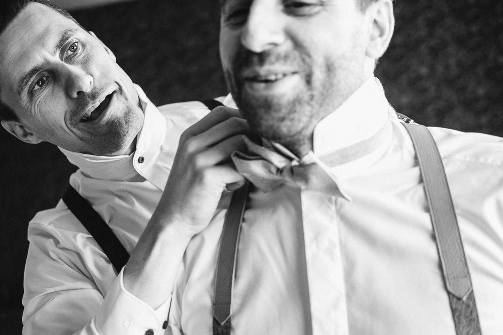 Sofie en Steven planden hun huwelijksdag helemaal zoals ze dat zelf wilden. Geen propvolle dag met drie receptie en een avondfeest waar je zelfs niet alle gasten kan praten, maar een gemoedelijke dag met tijd voor elkaar. Na het gemeentehuis van Willebroek gingen we voor de fotoshoot naar het Broek. Daarna ging het richting Muizen, naar feestzaal De Kapel voor een gezellig diner en een knaller van een dansfeest. Inclusief Mexicaanse foodtruck, en dan wéét je dat het goed zit. De huwelijksfotografen van iso800 waren erbij.