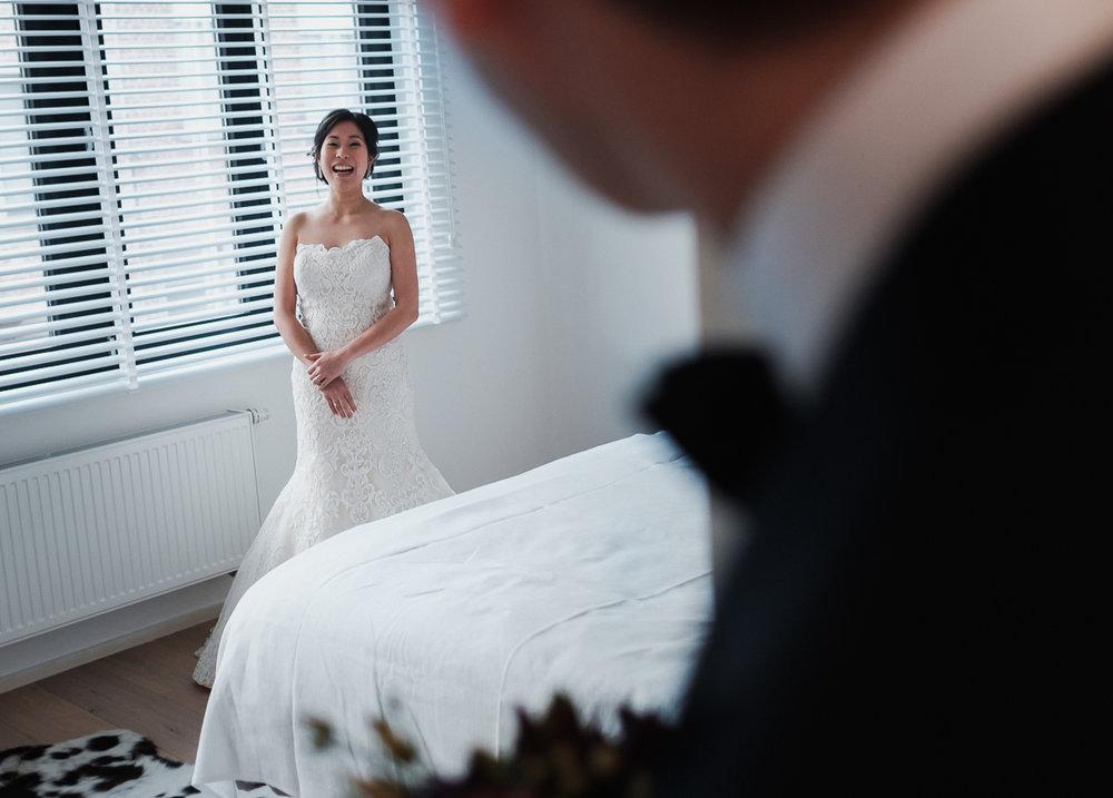 iso800-huwelijksreportage-natalie&tom-ochtend-voorbereiding-wint