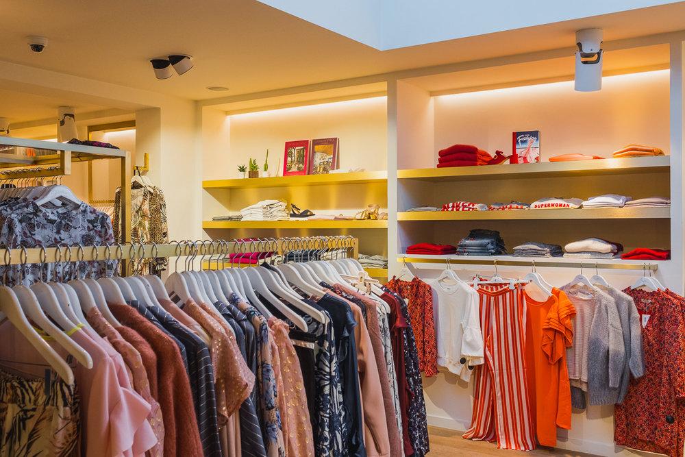 Interieurreportage van een kledingwinkel (Stanford) in Schilde d