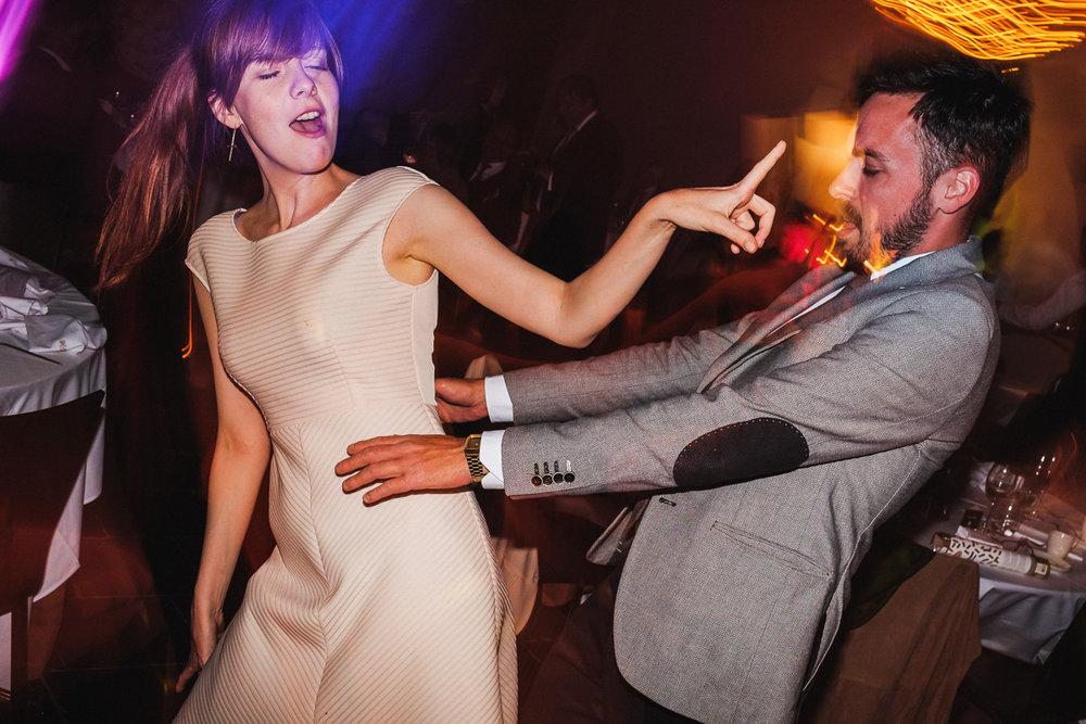 Dance dance dance #bw #weddingphotograpy #weddingphotographer #iso800 #huwelijksfotograaf #child #children #playtime #play #upsidedown #instawed #laughing #weddingphoto #wedding #weddingday #mywed #fearlessphotographer #bride #groom #instalike #instalove #instagood #goofy #crazy #fujifilm #dance #party