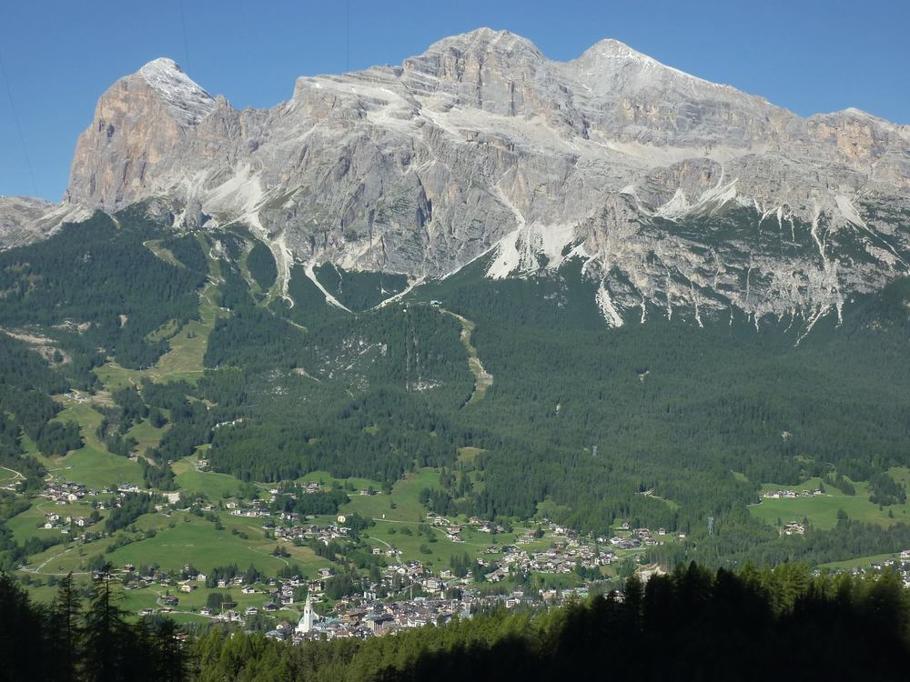 THE ITALIAN DOLOMITES AND CORTINA D'AMPEZZO - NORTHERN ITALY