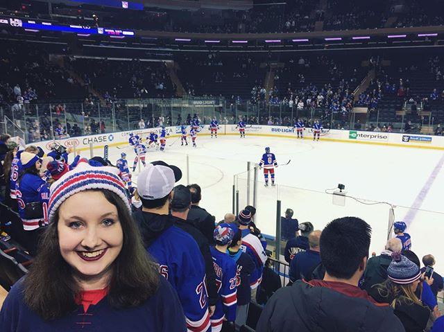 Warmups at the @nyrangers game!! 🔴🔵⚪️ #nyr #nyrangers #rangers #lgr #hockey  #nyc #blueshirtproud #blueshirtsunited #madisonsquaregarden #msg #nhlhockey