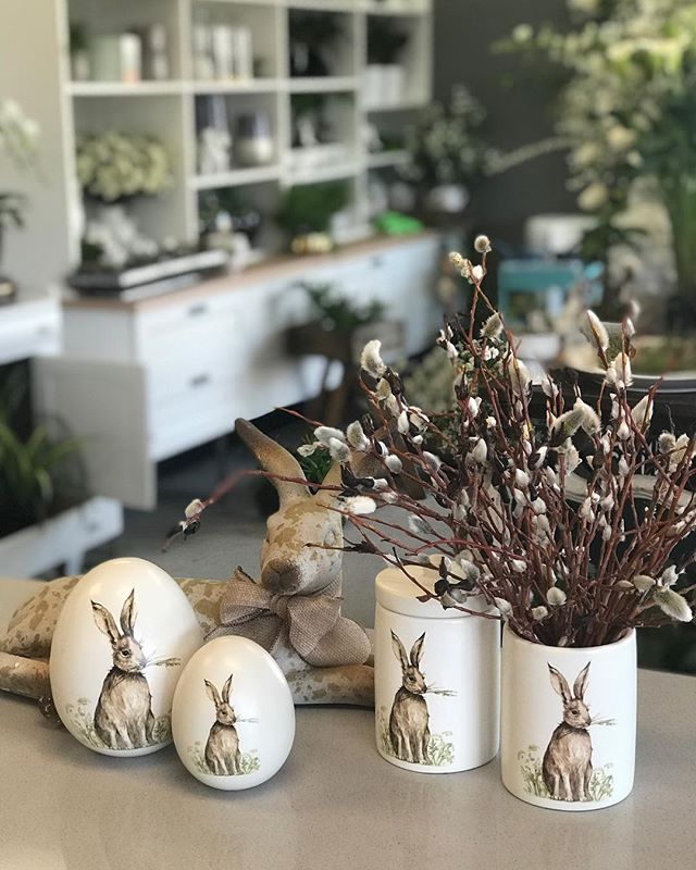 Easter bunnies and local pussy willow!  L😍ve . . . #easter #bunnies #pussywillow #locallove #wascanaflowers #yqrflowers