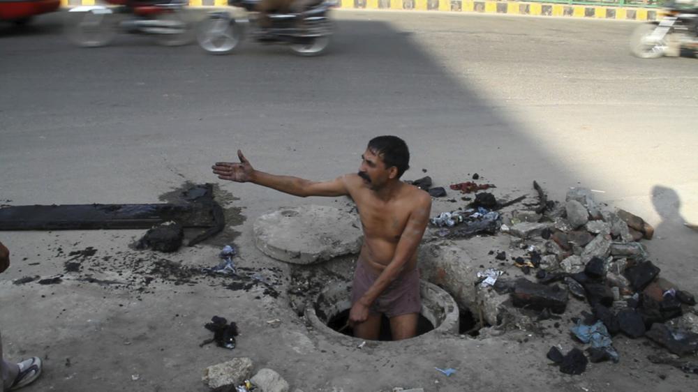 CLIPS 3-8-11 Lutyens' Delhi MVI_5730 [jugaad street repair].jpg