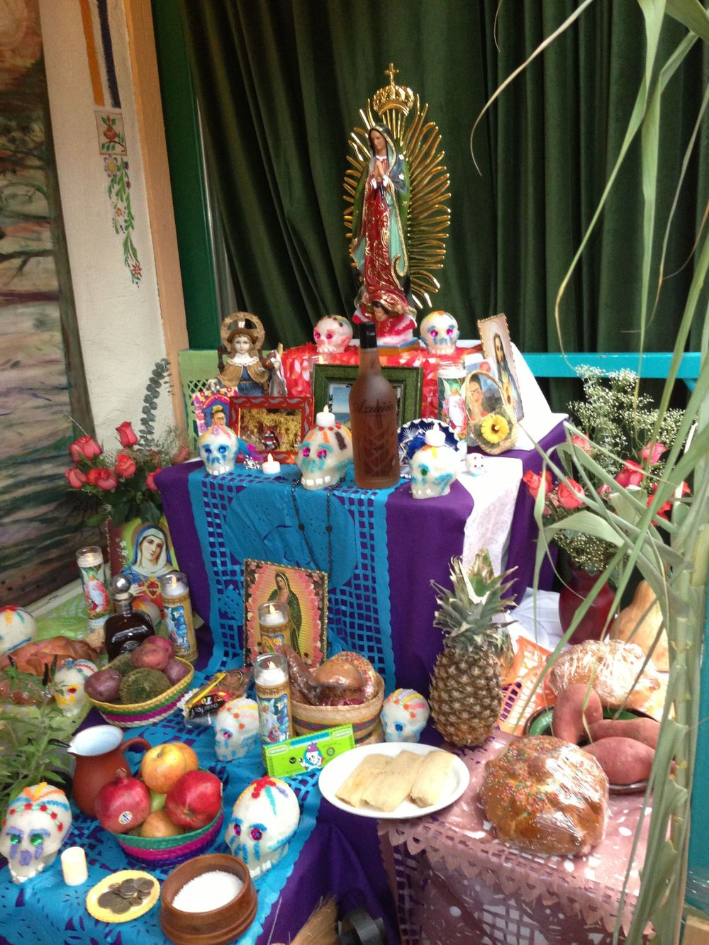 Click this altar to find Day of the Dead diy decoration ideas.