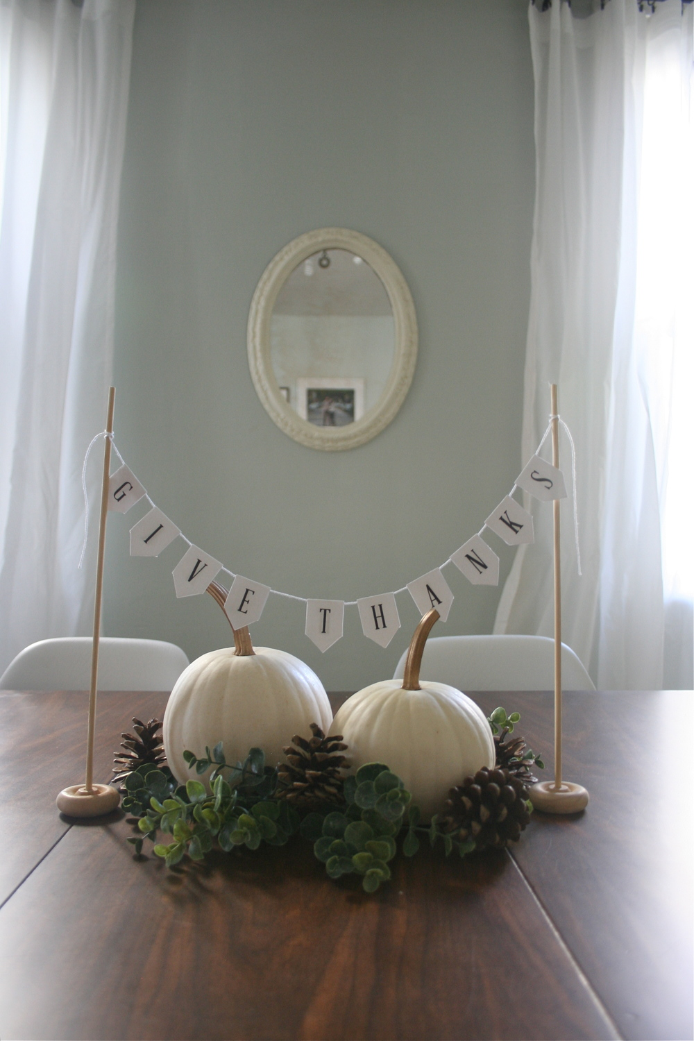 Printable Give Thanks Banner & a Simple Thanksgiving Centerpiece from Stevie Storck Design Co.