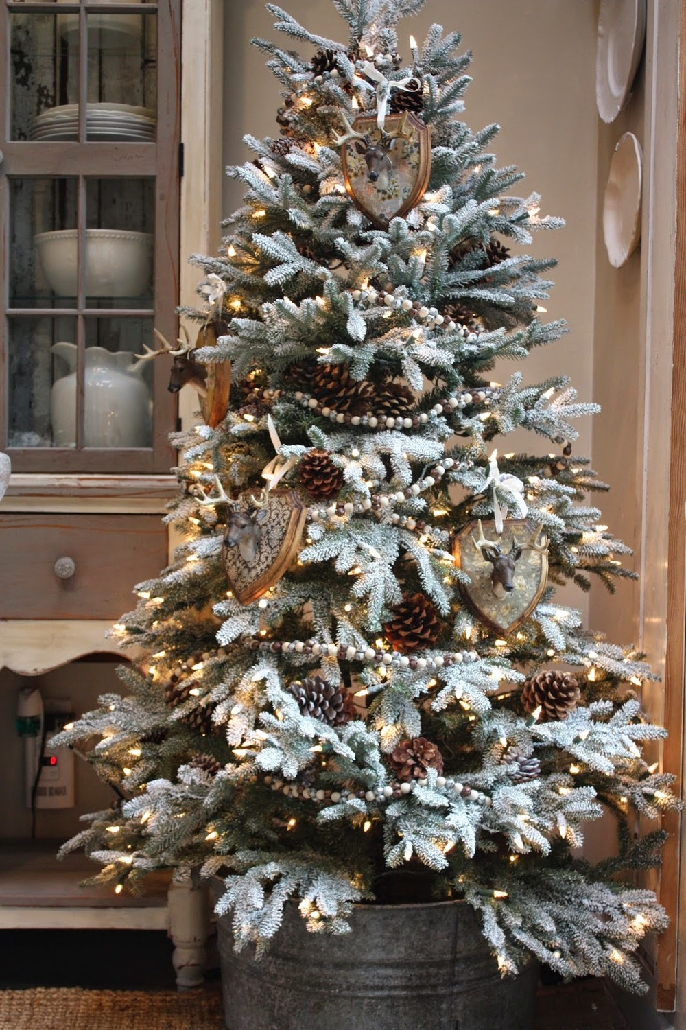 Rustic Woodsy Christmas Tree {Christmas Tree Inspiration Roundup} - Stevie Storck Design Co.