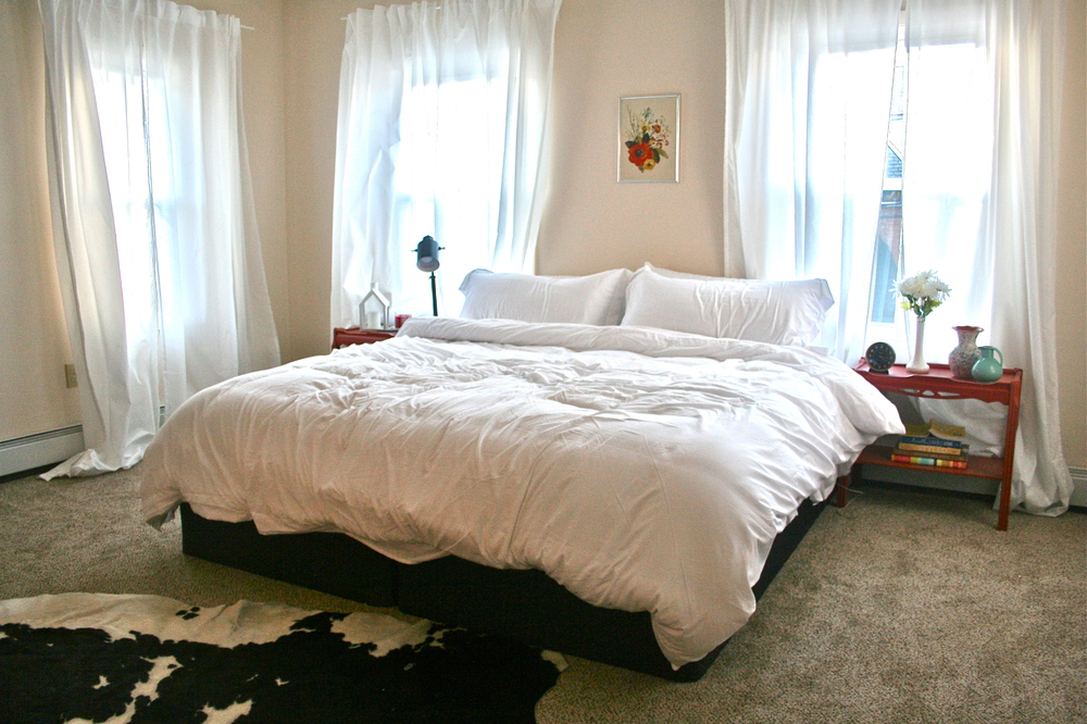 Instant bedroom makeover! This room was totally empty at the beginning of the day. I put together this bedroom in one afternoon, borrowing furniture from other rooms and using art and accessories I already had. Click through to see the full post from Stevie Storck Design Co.