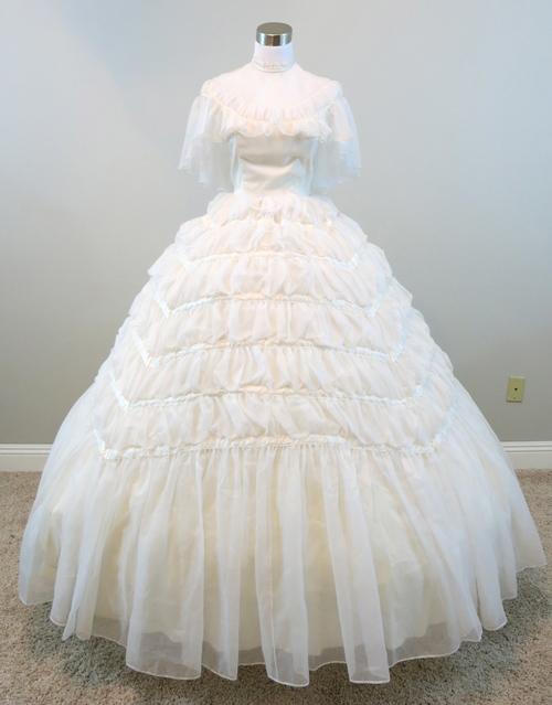 25.2 Off-White Chiffon Gown (waist - 25\