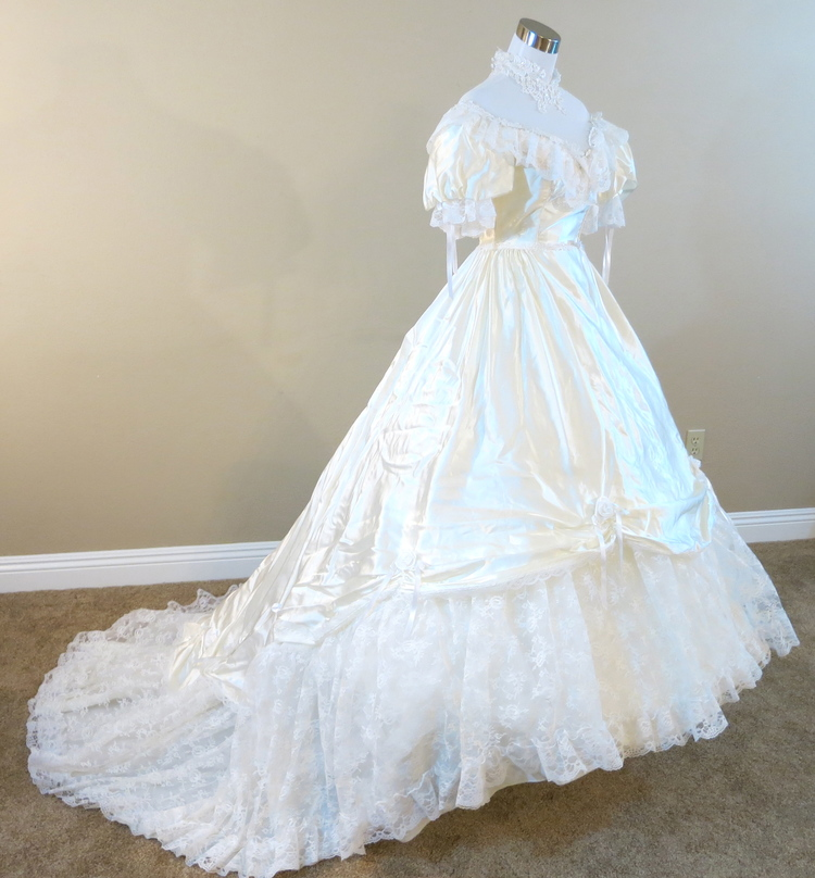 White Gown (waist - 24\