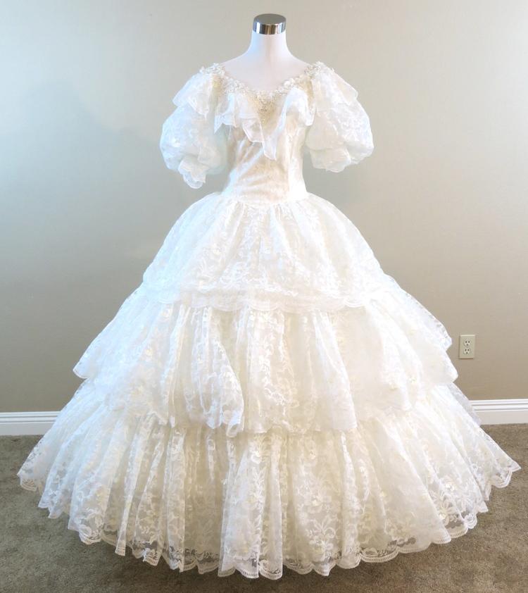 W28.2 Tiered Lace Wedding Gown (waist - 28\