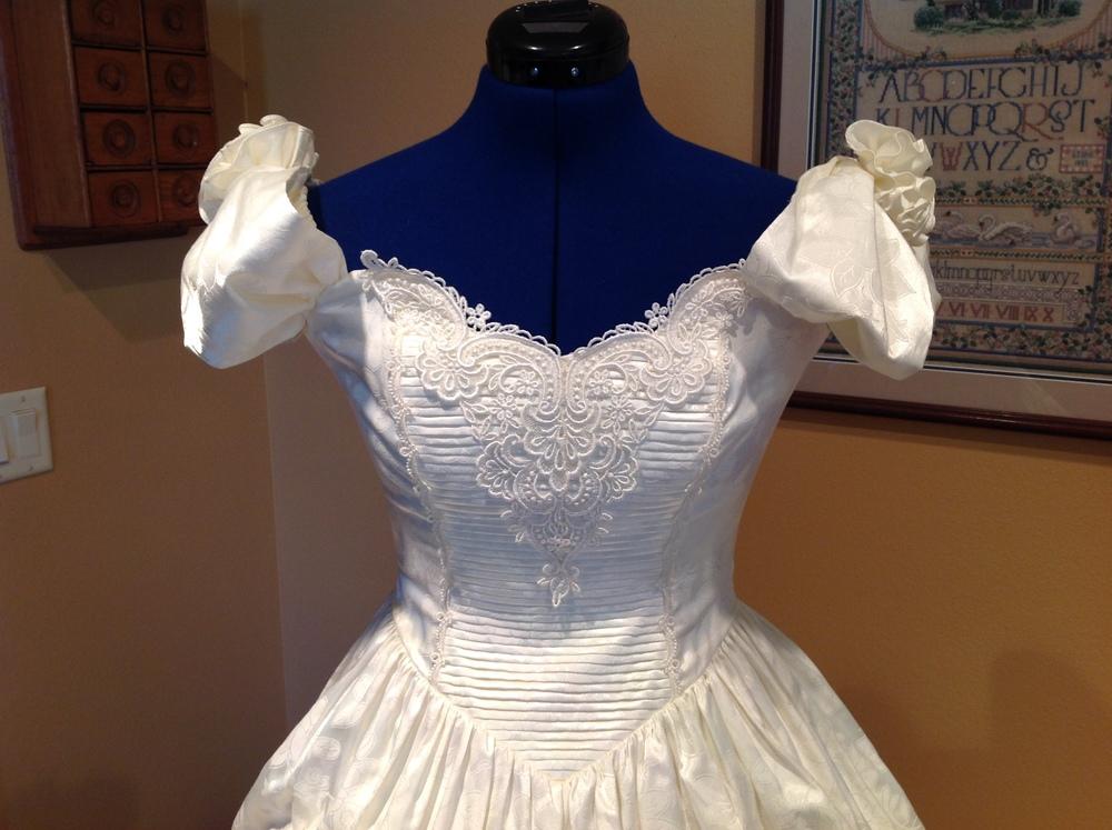 Ecru Two Piece Gown (waist - 28\