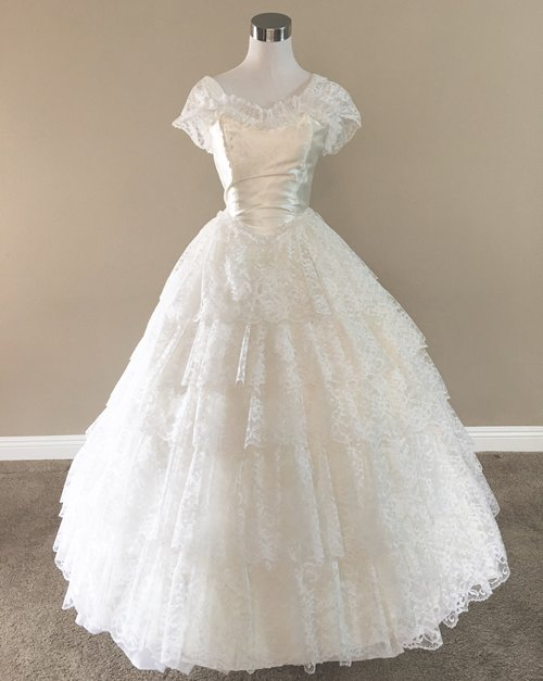 W24.2 Tiered Lace Ball Gown (waist - 24\