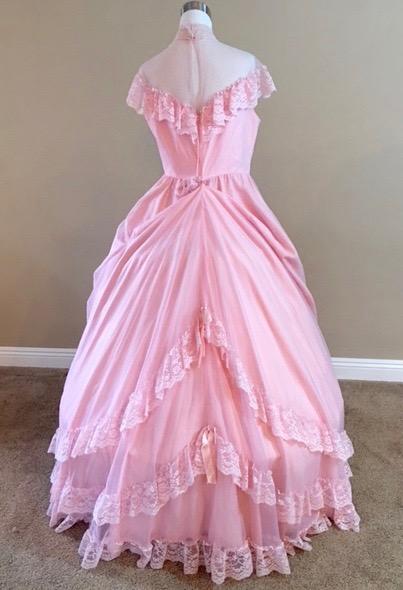 Pink Chiffon Gown (waist - 40\