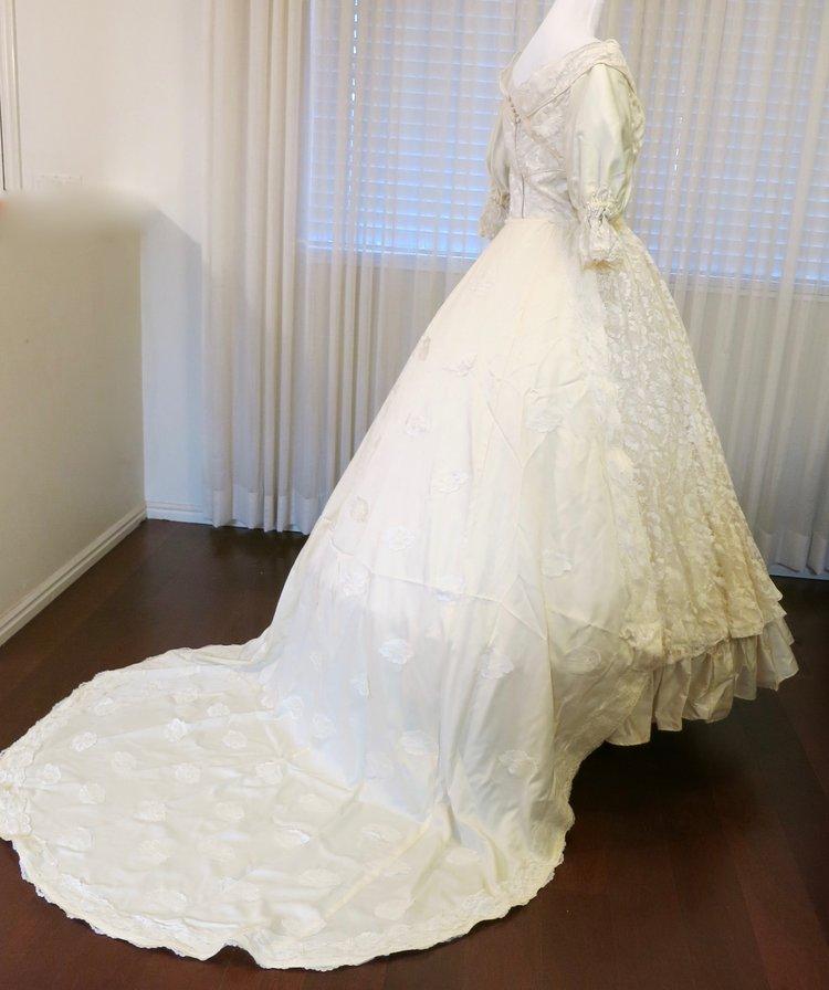 W30.1 Mid-20th Century Ivory Coronation Gown (waist-30\