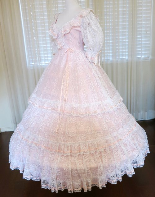 W25.1 Pink & White Lace Wedding Gown (waist - 25\