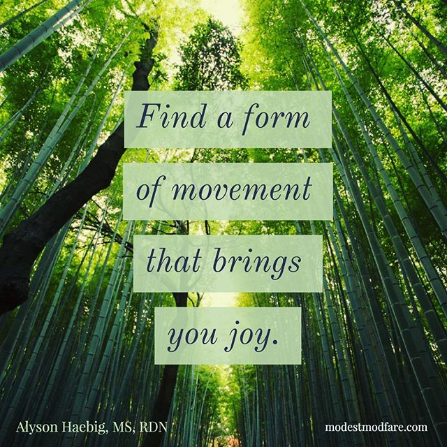 How often do you engage in exercise that you truly enjoy? 🤔Today #ontheblog I talk about reframing obligatory exercise as an opportunity to discover joyful movement 🙃 Check it out! (#linkinbio ) . . . What movement brings you joy? #bodypositive #bopo #intuitiveeating #haes #joyfulmovement #exercise #blogger #nondietdietitian