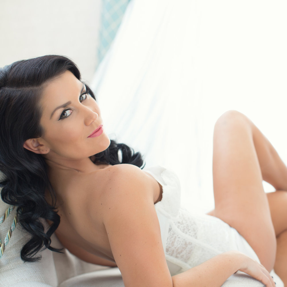 BOUDOIR PHOTOGRAPHY - Why a bridal boudoir session? An intimate photograph celebrating your feminimity is the perfect and unexpected gift for your partner.