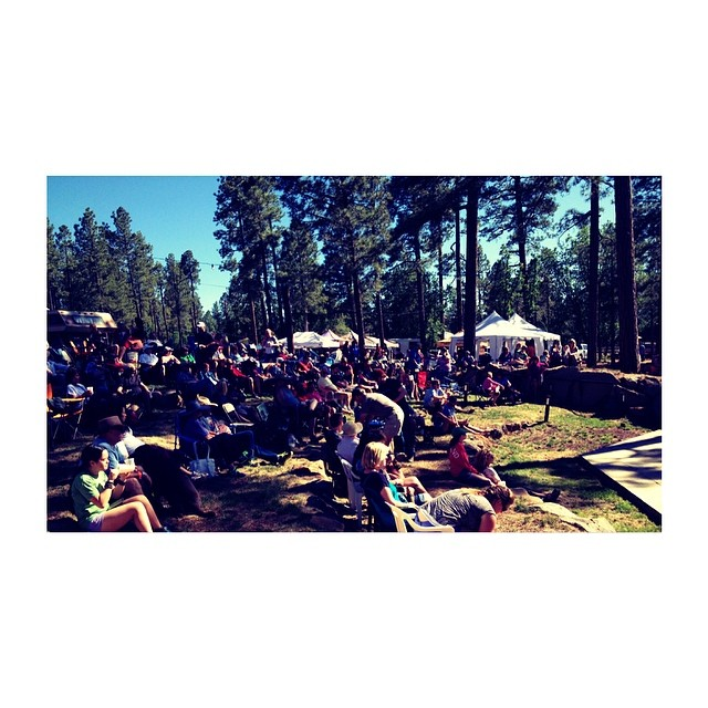Having a great day at #highmountainmusicfest in #pinetop #arizona ! Lovely crowd and a whole lot of amazing bands <3