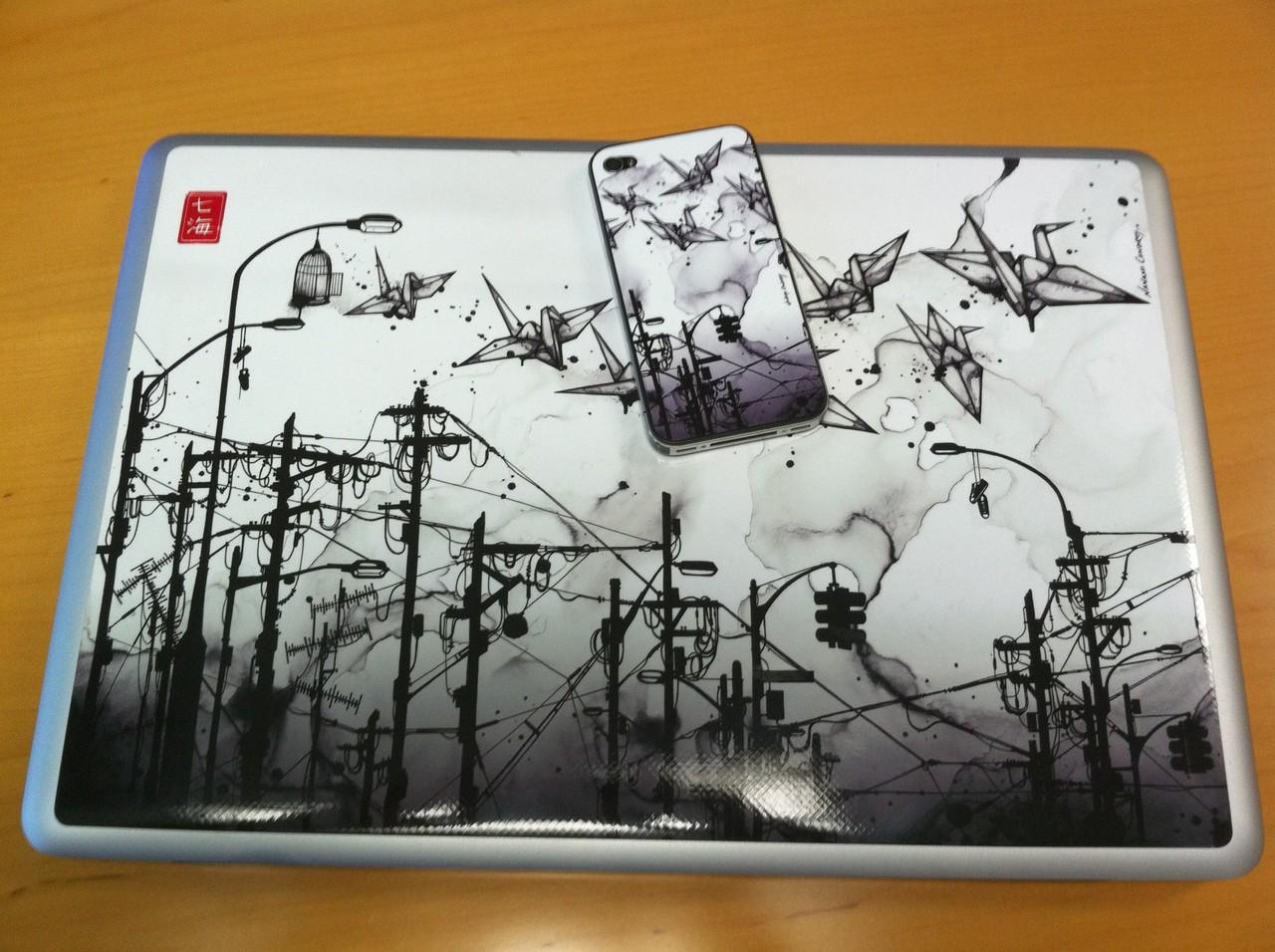 Dual Gelaskins - iPhone 4 and Macbook Pro http://gelaskins.com/artists/Nanami_Cowdroy