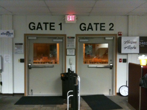Tiny airport in Bellingham, WA: This is the smallest airport I have ever seen. There is no gate 3.