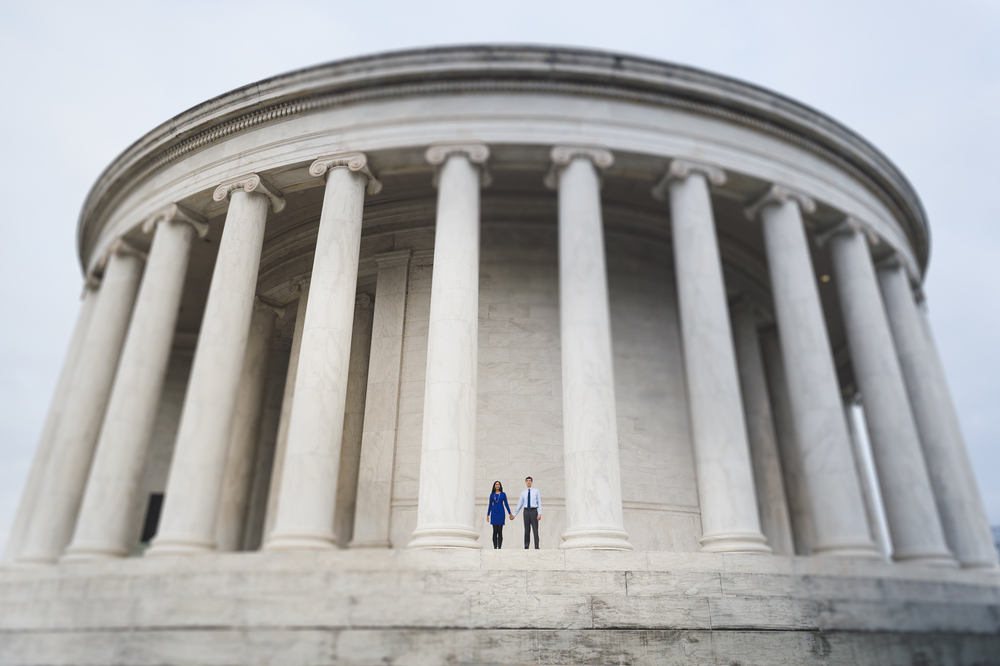 Jefferson Memorial engagement session.jpg