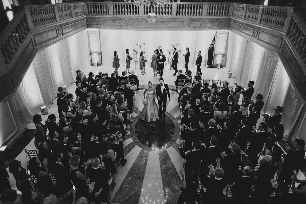 Wedding at National Museum of Women in the Arts by Photographer Mantas Kubilinskas-21.jpg