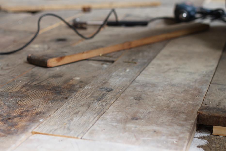 Oficio_Working-on-new-flooring