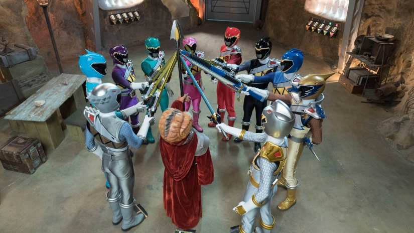 power-rangers-dino-super-charge-edge-of-extinction-team.jpg