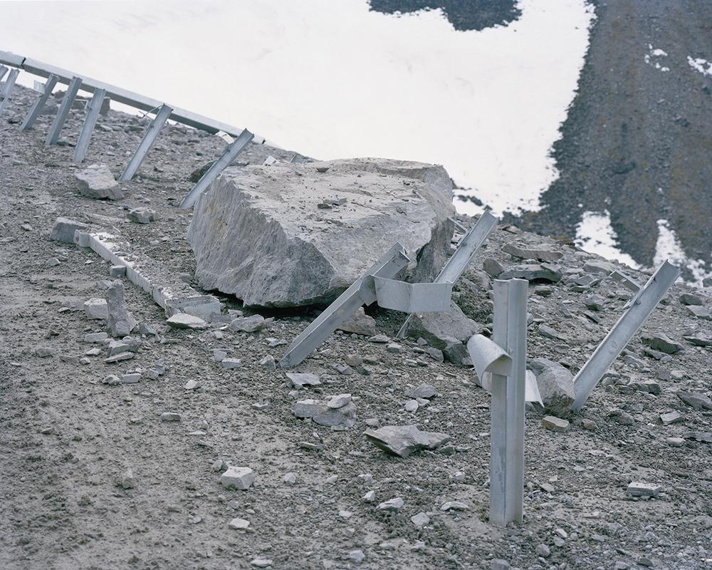 m318_boulder_broken_rail.jpg