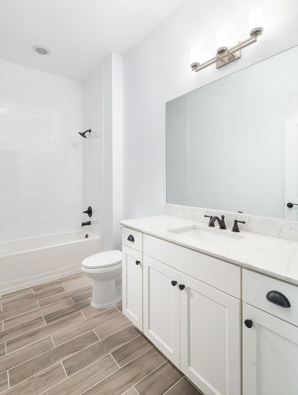 Hall Bath.jpg