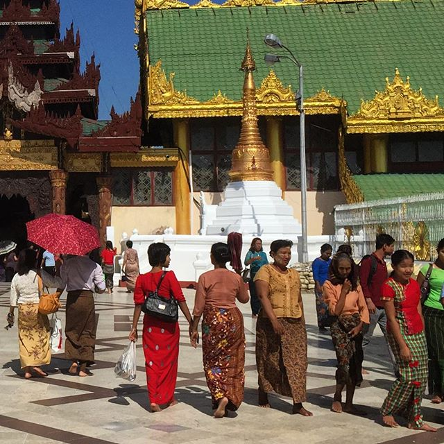 People wearing traditional dress at Shwedagon Pagoda