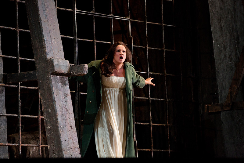 Anna Netrebko as Leonora below Manrico's prison cell