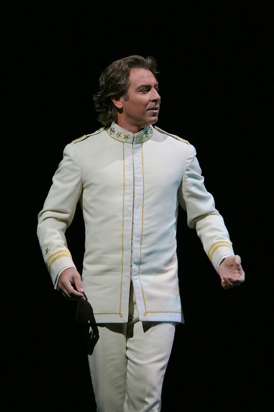 Roberto Alagna as Pinkerton