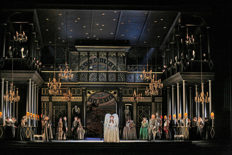 Elegant sets for new Roberto Devereux