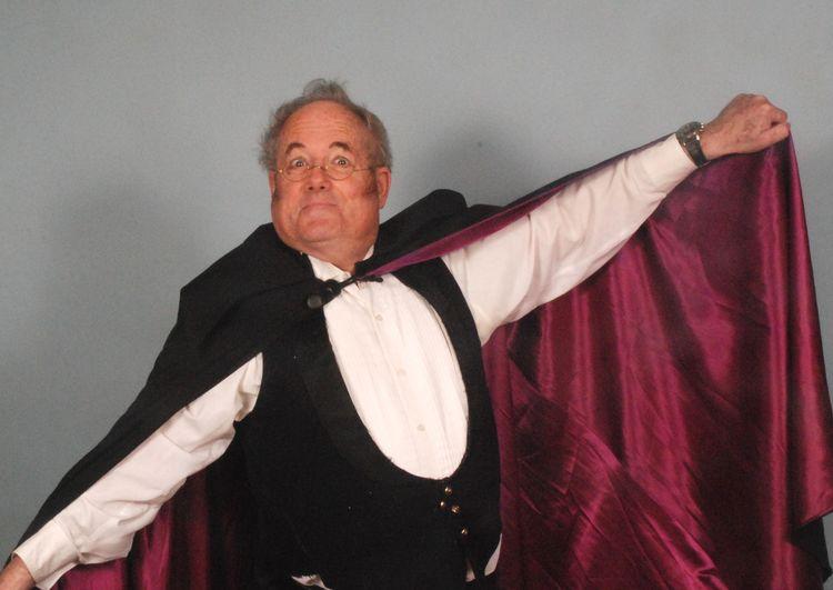 Jefferson Osborn as John Wellington Wells