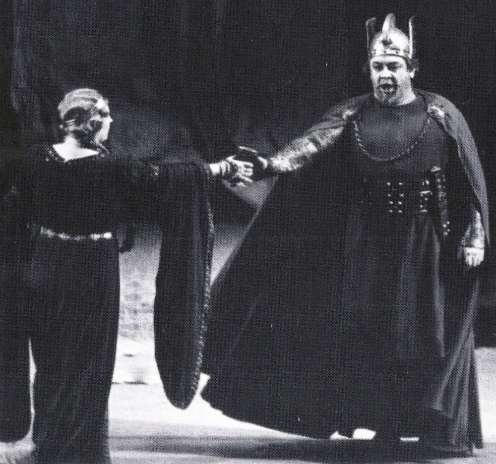 Kirsten Flagstad as Isolde hands Lauritz Melchior as Tristan the goblet in Act I