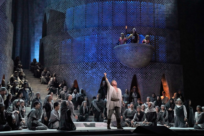 Roberto Alagna as Samson gives new hope to his people in Act I of  Samson et Dalila