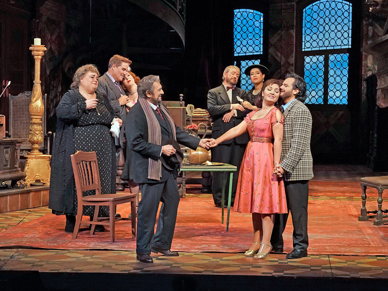 Lauretta (Kristina Mkhitaryan) sings  O mio babbino caro , which convinces Gianni Schicchi (Plácido Domingo) to help the relatives