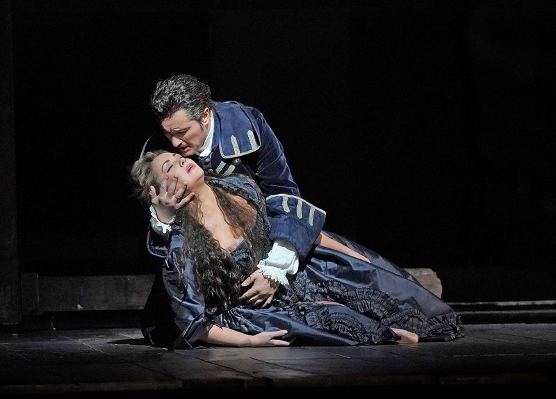 Anna Netrebko and Piotr Beczała in the final scene