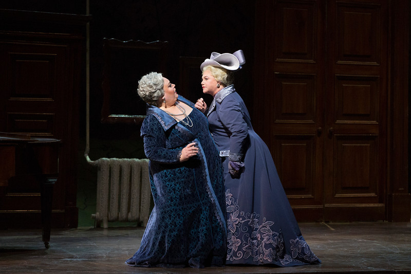 Stepnanie Blythe and Kathleen Turner face off in  La fille