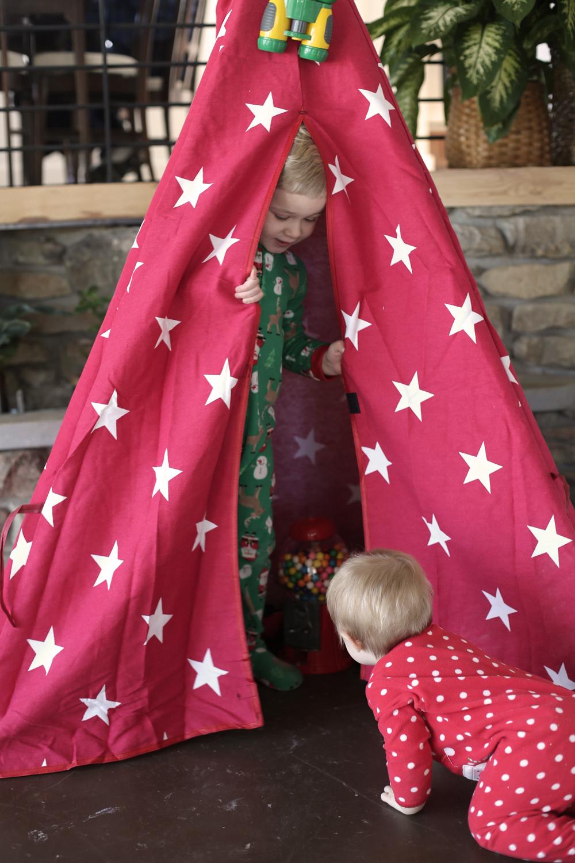 Christmas_2017_Tent1.jpg