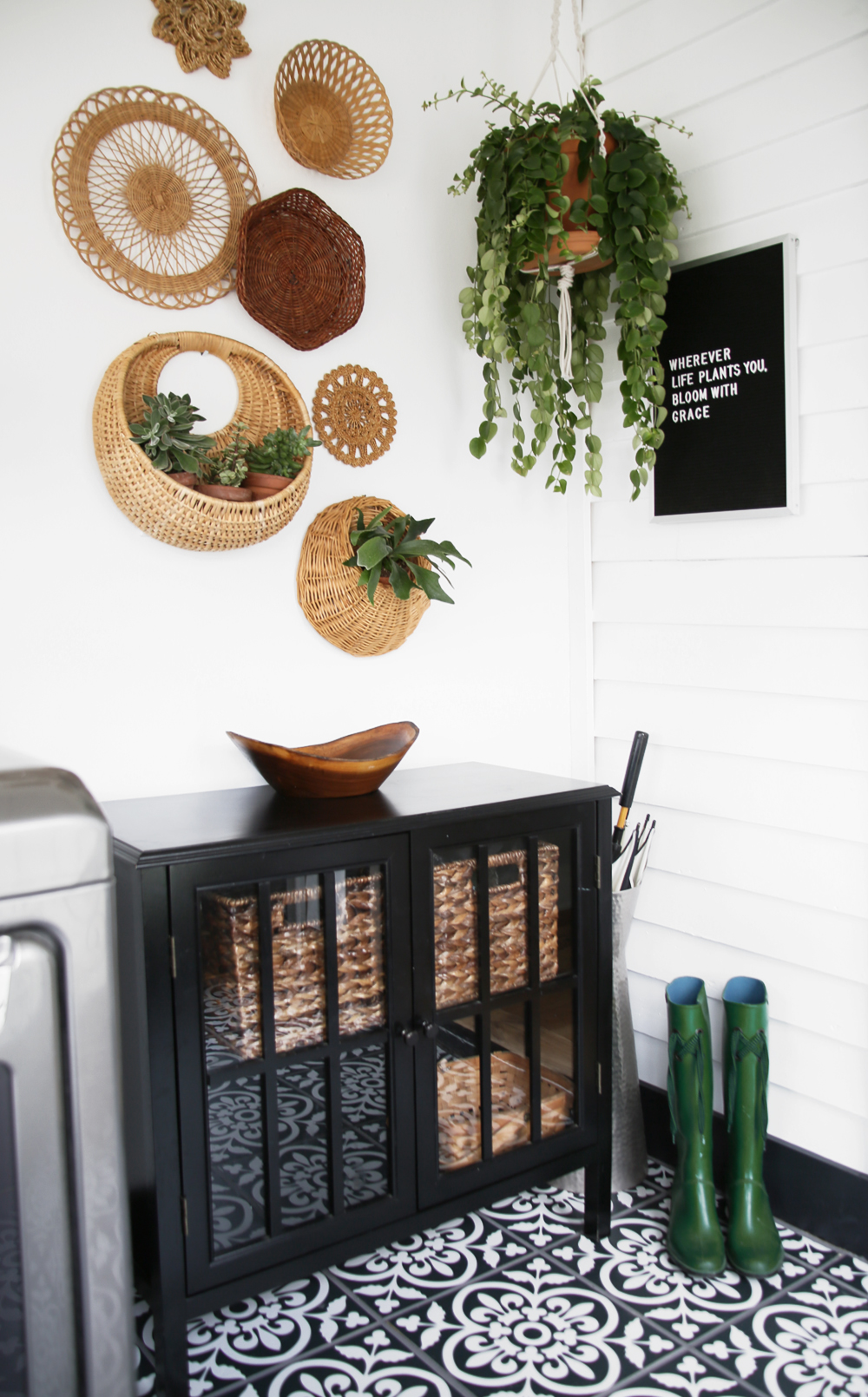Farmhouse Style Laundry and Mudroom Makeover